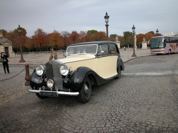 Rolls-Royce Silver Wraith of 1947 with separation driver.